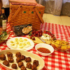 picnic basket ideas hundreds of picnic ideas for your picnic