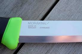 morakniv companion knife review walkhikeclimb equipment reviews as we ve already mentioned carrying knives without good reason in the uk is a serious offence