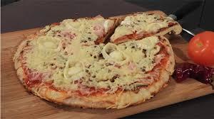 cuisiner une pizza la pizza pan ou pizza à la poêle pour les francophones