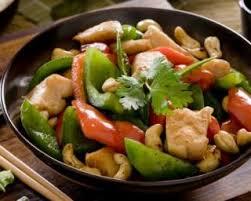 cuisiner des pois gourmands recette de wok de poulet aux pois gourmands poivrons et noix de cajou