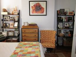 How To Organize Your Bedroom by Learn How To Organize A Small Bedroom Tikspor