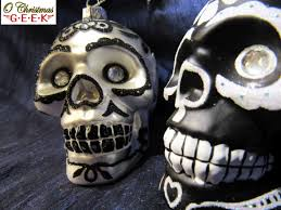 5 glass black or white dia de los muertos skull ornament