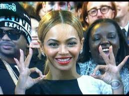 illuminati gestures beyonce flashes illuminati sign at grammys