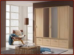chambre armoire chambre a coucher en bois amusant modele d armoire de chambre a
