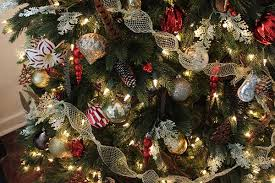 How To Decorate A Christmas Tree With Ribbon Garland Decorating With A Luxe Christmas Lodge Theme