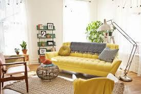 canap jaune deco salon jaune excellent amnagement dco salon jaune et marron