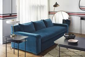 canapé velours coup de cœur pour le canapé en velours bleu rise and shine