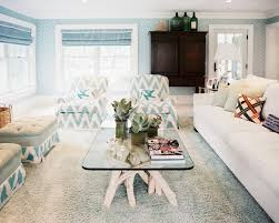 living chevron pattern wallpaper and soft living room