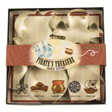 amazon com fox run 36006 pirate u0027s treasure cookie cutter set tin