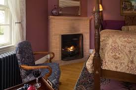 cayuga w artisan brick gas fireplace and 4 poster king bed