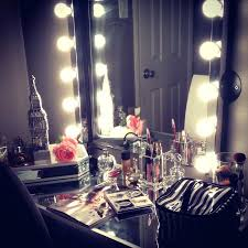 Lighted Vanity Table With Mirror And Bench Makeup Vanity Table With Lighted Mirror Full Image For 19 Ways To