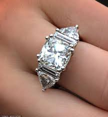 kate wedding ring wedding ring did kate middleton wear engagement ring on