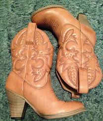 light colored cowgirl boots girly cowboy boots on the hunt