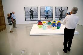 Ai Weiwei Vase An Artist Smashed An Ancient Vase Worth 1 Million In A Very