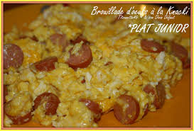 que cuisiner avec des oeufs brouillade d oeufs à la knacki les recettes de titounette45