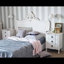 chambre à coucher maison du monde table de chevet avec tiroirs en bois blanche l 57 cm chevet