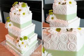 tasteful tuesday green and yellow wedding daisy inspired wedding cake