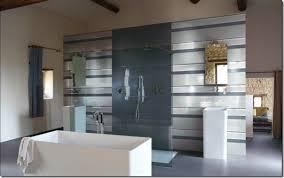badgestaltung fliesen ideen einfache gelbe farbe badgestaltung ideen spiegel rund weie badmbel
