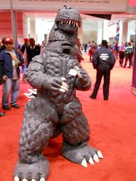 godzilla costume collider goes to c2e2 30 and costume pictures collider