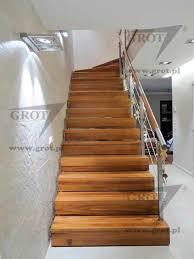 treppen holzstufen halbgewendelte treppe gerade holzstufen metallstruktur