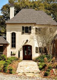 yes creamy stucco color reddish brown brick and door brick