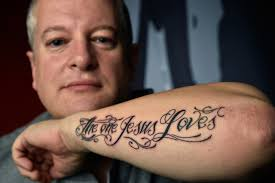 las vegas pastor gets a tattoo during sermons to teach about faith