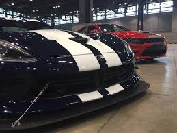 Dodge Viper Hellcat - epic chicago auto show rev battle viper vs charger hellcat vs
