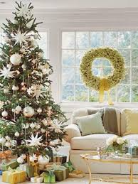 epic picture of living room decoration using gold silver bauble