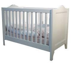 chambre bébé laqué blanc lit bébé transformable laqué blanc tilleul 60x120cm lestendances fr
