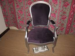 peindre canapé en tissu peinture pour tissus d ameublement crc3a3c2a9ations fauteuil