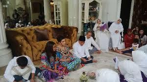 Janin Dibacakan Al Quran Dibacakan Ayat Al Quran Janin Di Perut Ashanty Bergerak Showbiz