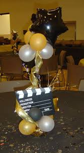 Balloons On Sticks Centerpiece by Best 20 Balloon Centerpieces Ideas On Pinterest Helium Balloons