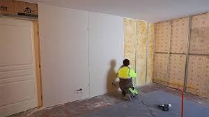 humidité mur intérieur chambre isolation d un mur humide en rénovation