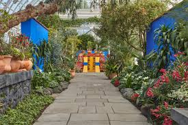 Artful Gardens An Homage To The Signature Blue Walls Of The Casa Azul Leads