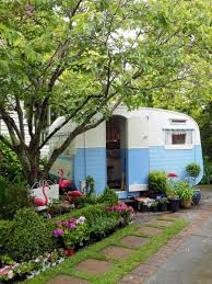 sweet little backyard tiny trailer tiny house retro caravan