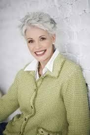 hair cut for mature women over 70 mer enn 25 bra ideer om kort hår for kvinner på pinterest pixie