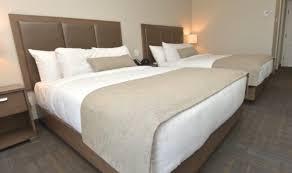 chambre 2 lits chambre avec 2 lits et bain thérapeutique hôtel petit manoir