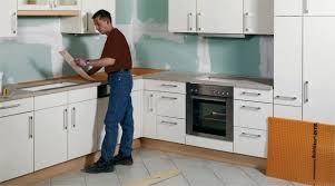 cuisine et plan de travail rénover un plan de travail sur support bois