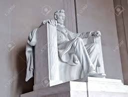 statue of abraham lincoln at the lincoln memorial washington
