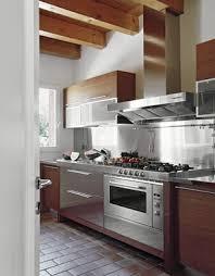 construire une hotte de cuisine qui de l artisan ou du cuisiniste choisir habitatpresto