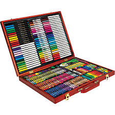 Fair Toys R Us Bedroom Sets New From Crayola This Crayola 200 Piece Masterworks Art Case Is A