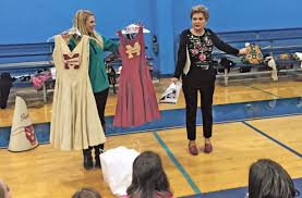 Fashion Design Schools In Texas Marshall High Cheerleader From U002750s Shows Off Uniforms