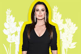 kyle richards needs to cut her hair kyle richards wears a short haircut see her faux bob lookbook