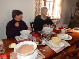 chambre d hote aubigny sur nere jean daniel et mireille au petit déjeuner photo de table d hote
