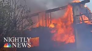 Wildfire La Area by Massive L A Wildfire Grows As Governor Declares State Of