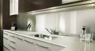 carrelage en verre pour cuisine quelle crédence cuisine à la fois déco et pratique choisir