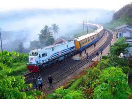 Kereta Api Kereta Api Mandra Di Stasiun Lebakjero By Chris Railway Via