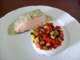 comment cuisiner l oseille saumon sauce à l oseille et accompagnement recette ptitchef