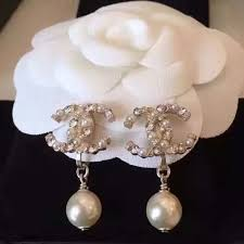 cc earrings auth 2016 chanel cc logo large pearl drop clip on earrings