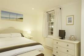 Bedroom Water Feature Apt 4 Springfield Court Holiday Cottage Description Classic